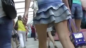 Frilly skirt amateur girlfriend shines in this amateur upskirt video